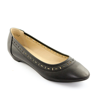 Mendrez Mitch Low heeled pumps with laser details