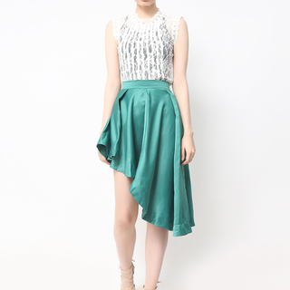 HOST WHITE TOP WITH GREEN SKIRT (FREE SIZE)