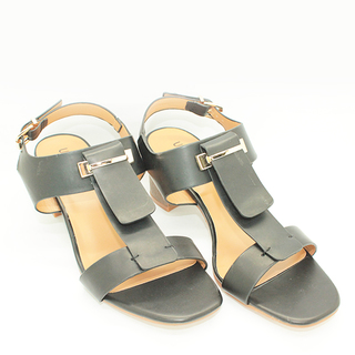 Cali T strap sandals on Chunky Heel